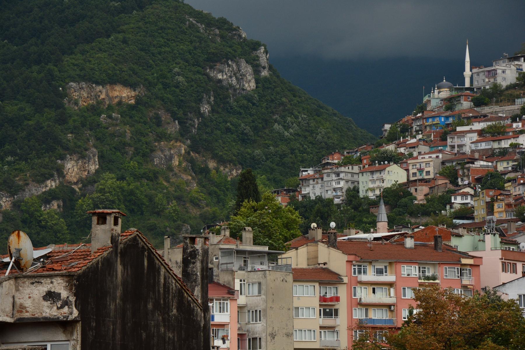 Közelít az eső Bursa óvárosa felé - kilátás a várból