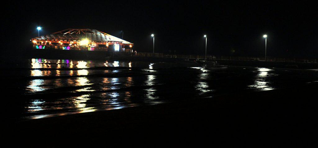 Esti fények, tengerpart, Golem