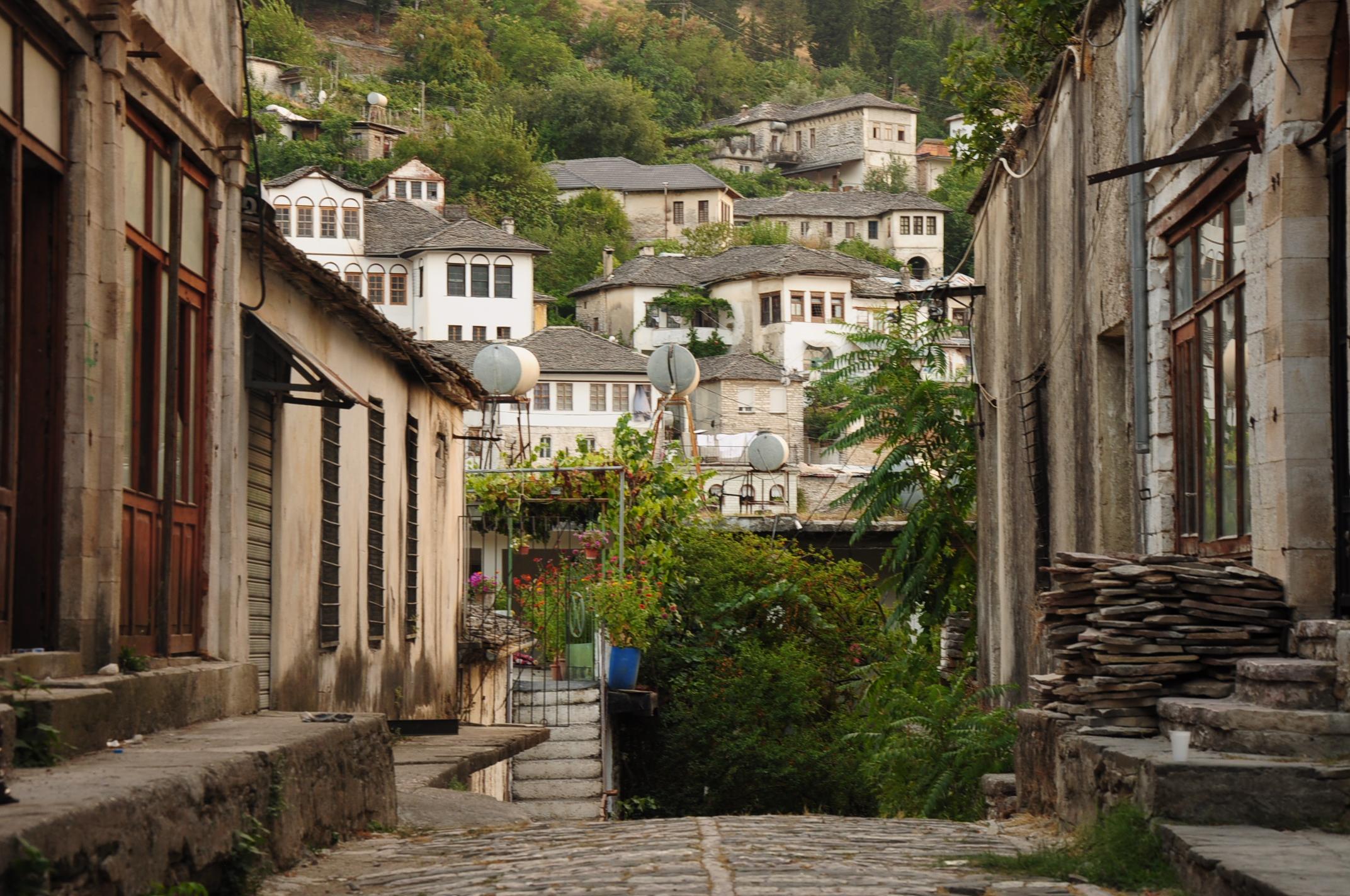 A kevés utcák egyike, amit még nem a turizmus határoz meg