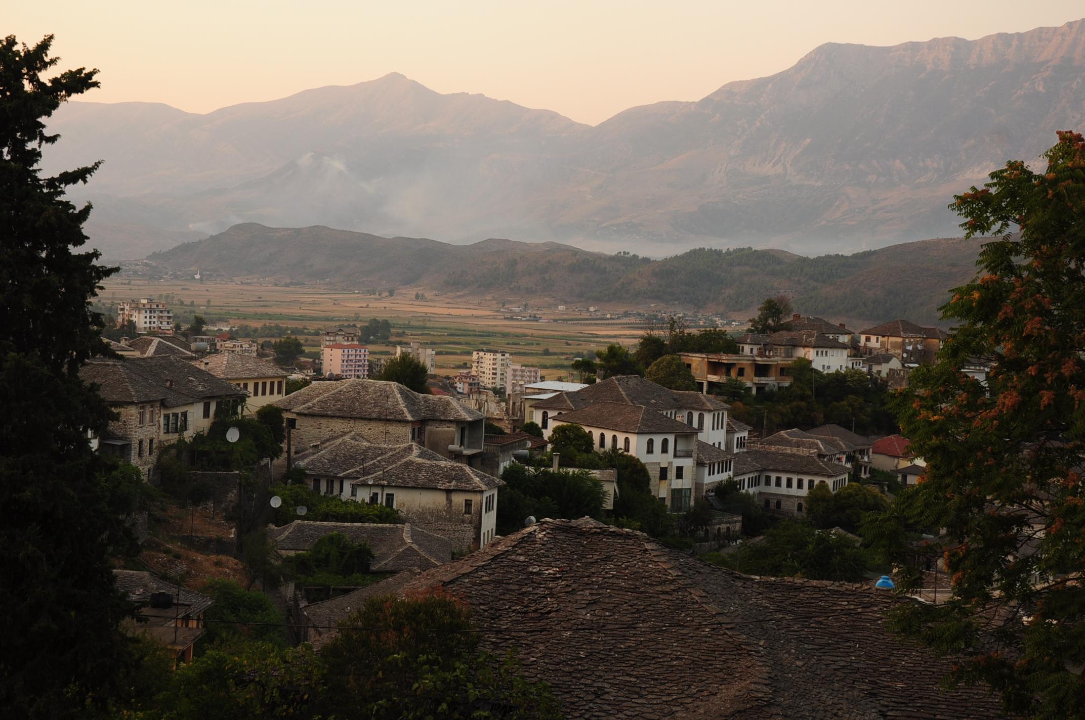 Gjirokaster kőlapokkal borított házai