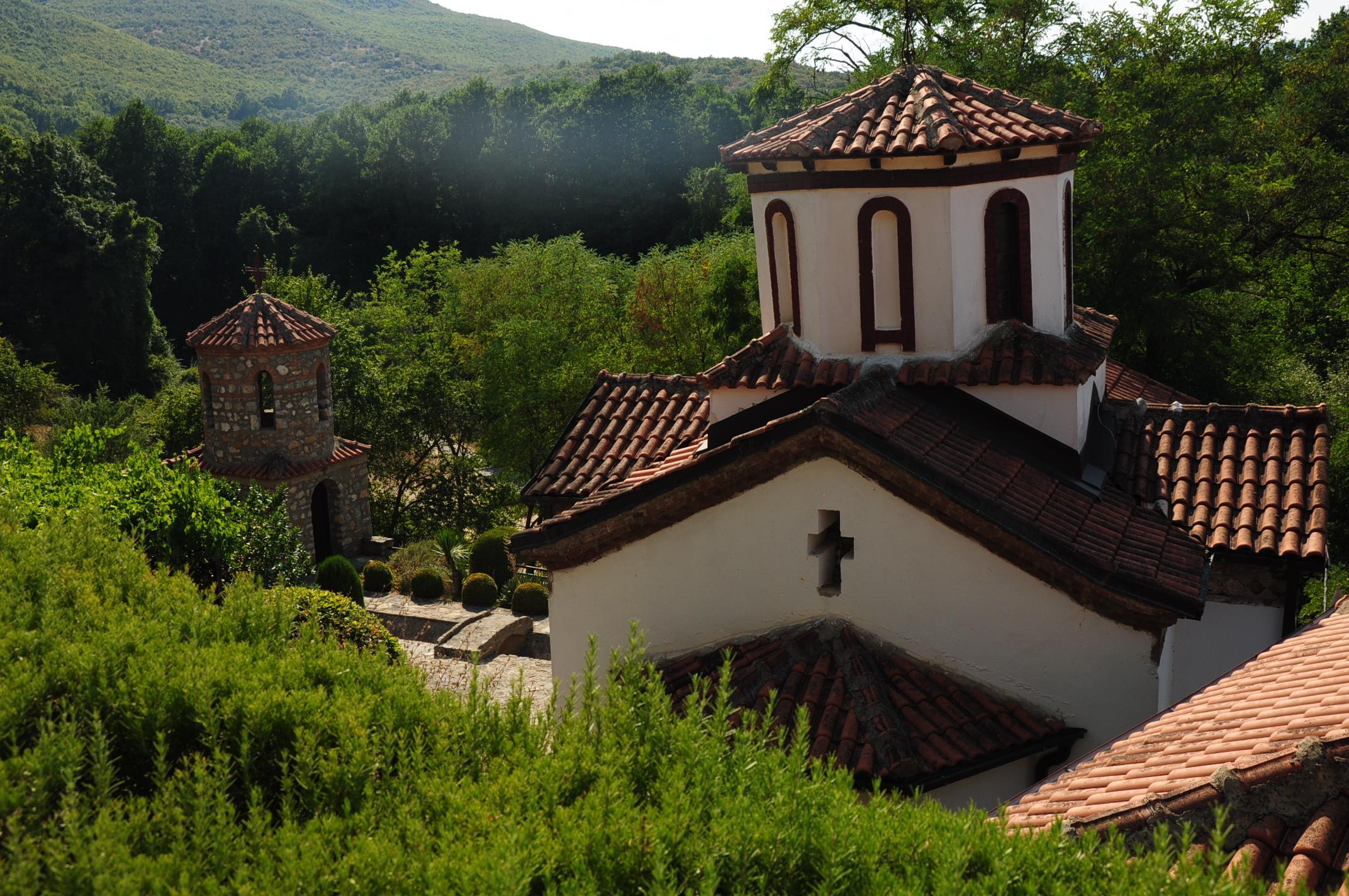 Macedón templom nem sokkal a határ után