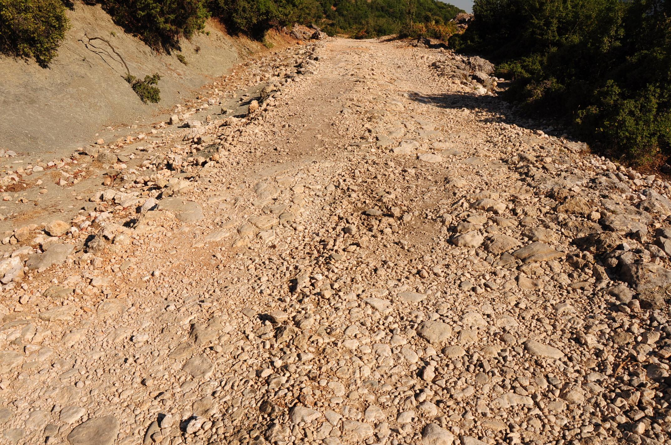 Rruga keq - rossz út Kuç után
