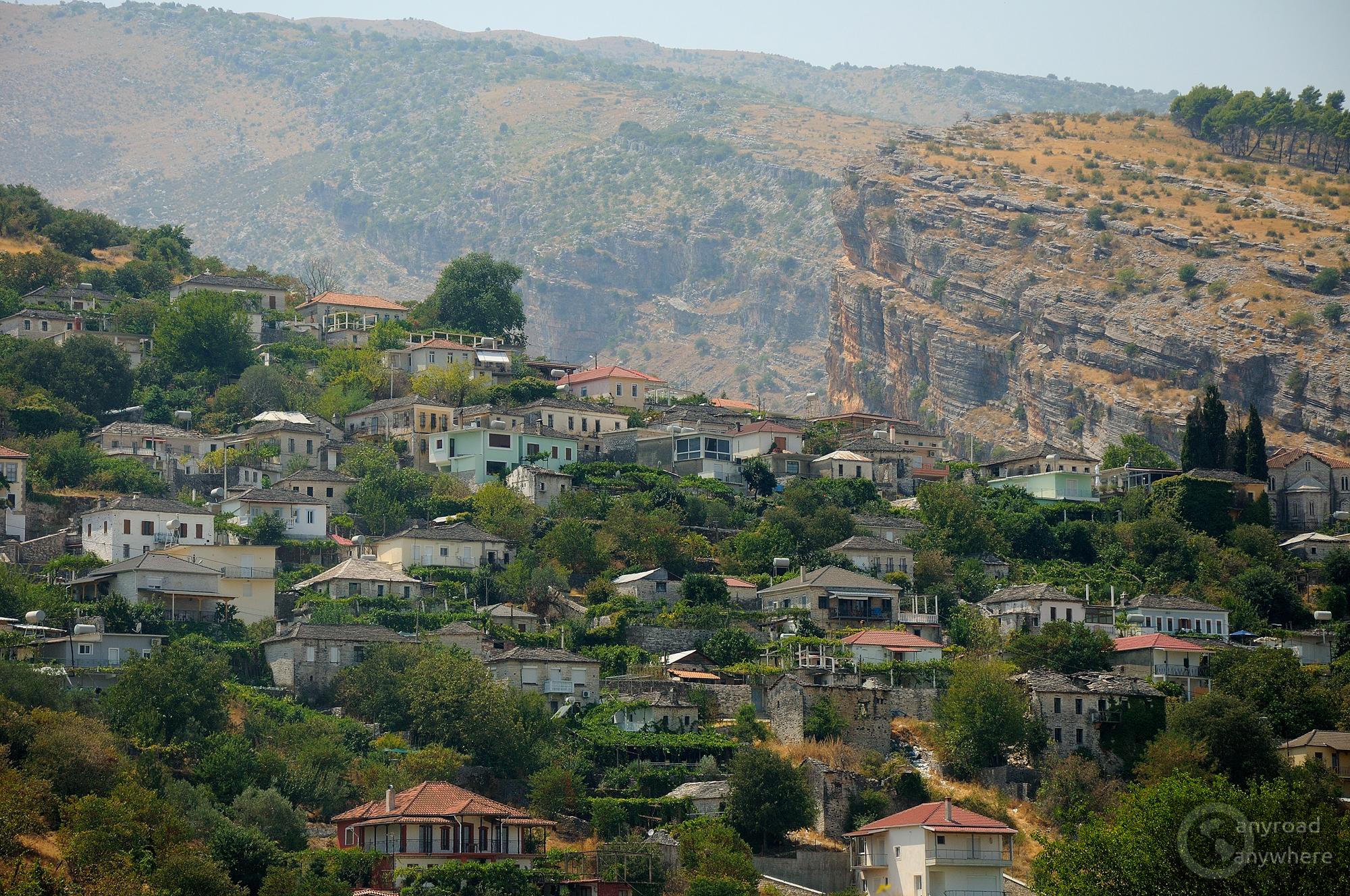 Görög falu festői környezetben