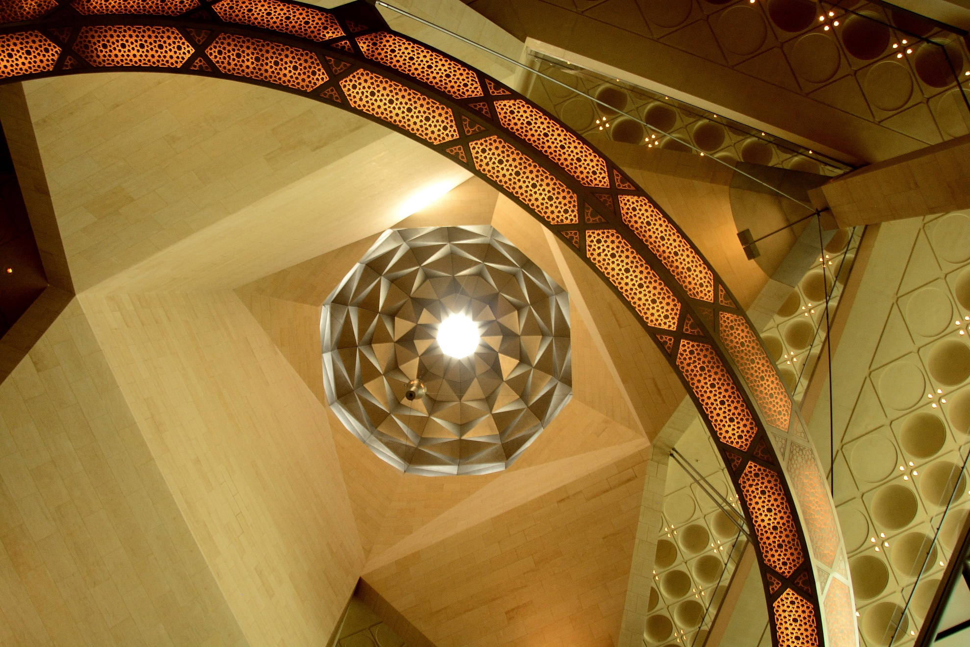 The dome of the museum rethinks ancient mosques